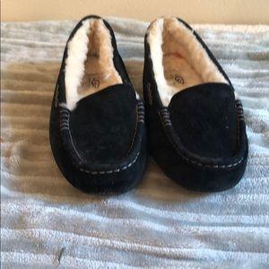 Uggs black moccasins